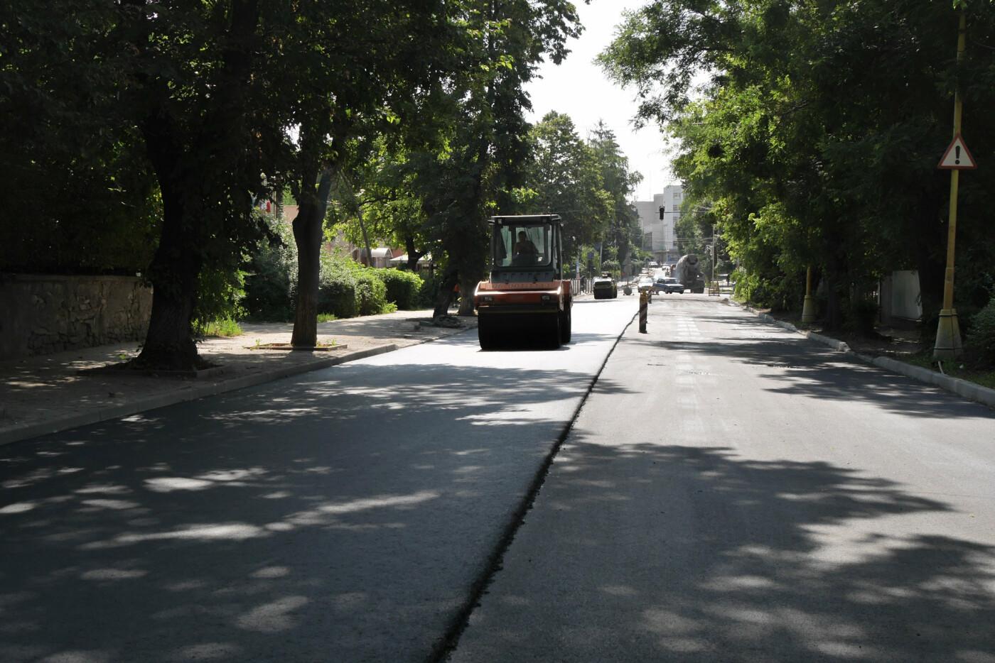 На Собранецькій в Ужгороді укладають остаточний шар покриття (ФОТО), фото-2