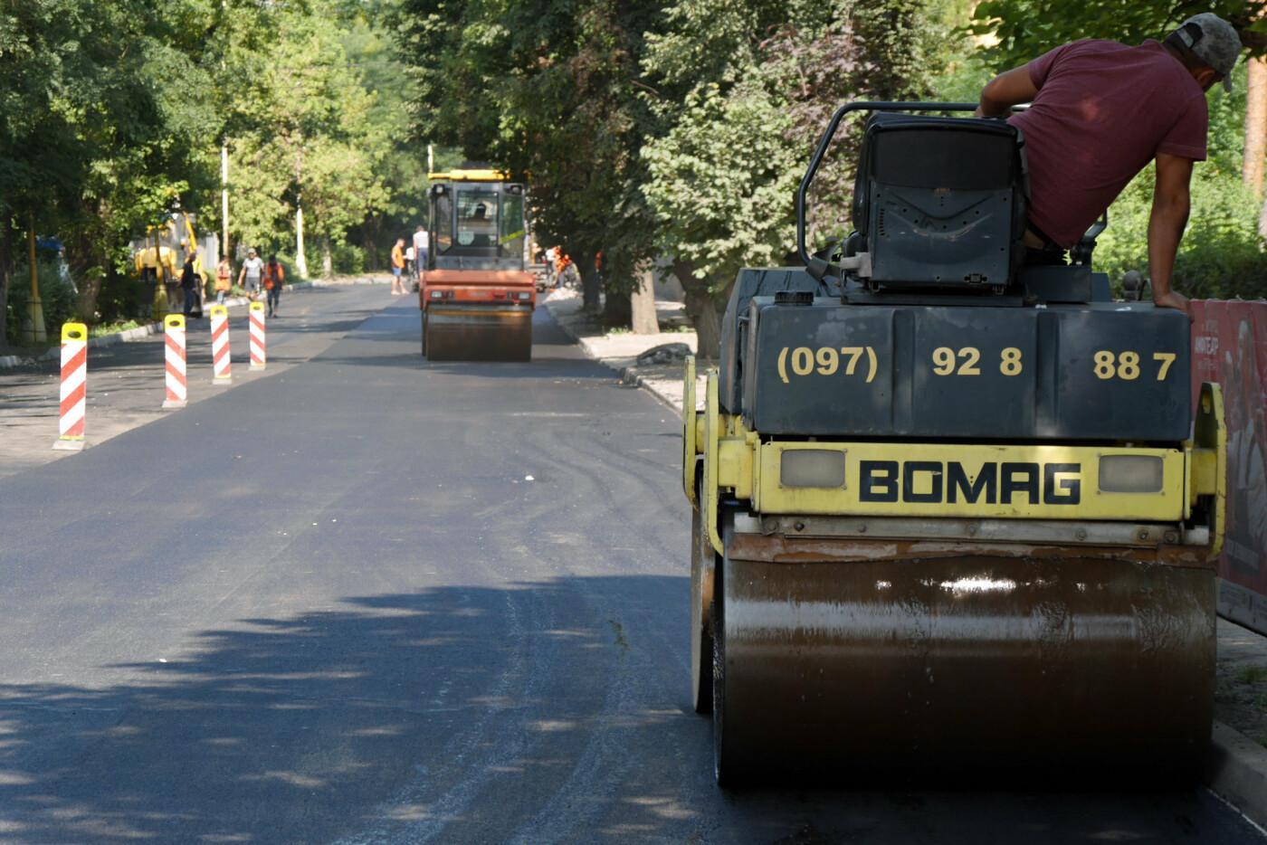 На Собранецькій в Ужгороді укладають остаточний шар покриття (ФОТО), фото-5