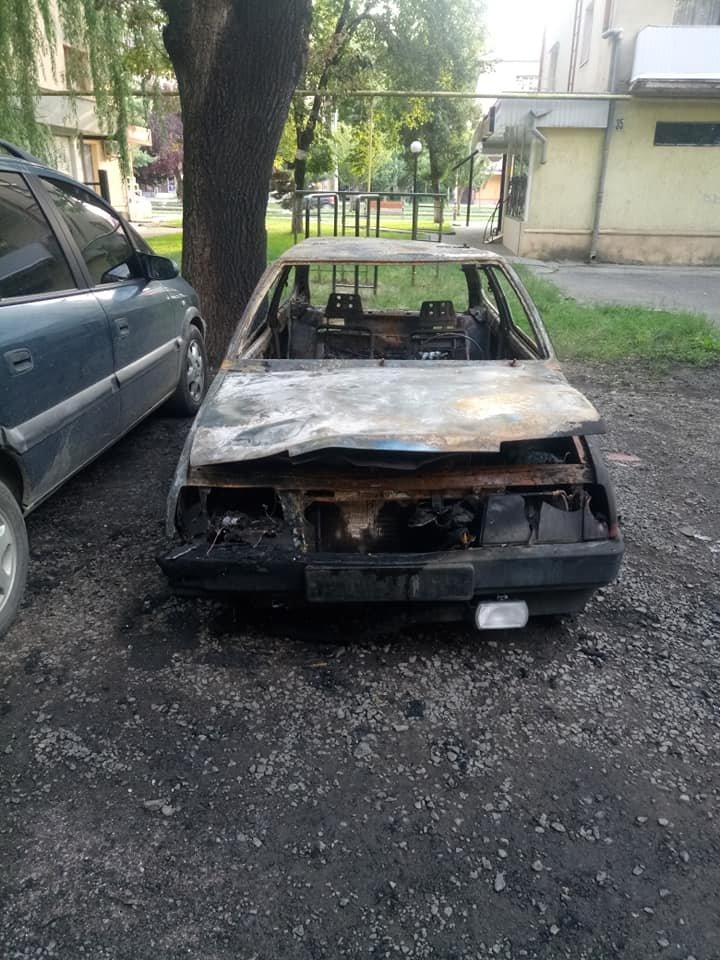 Ужгородець показав фото свого спаленого авто та попросив очевидців відгукнутись (ФОТО), фото-3