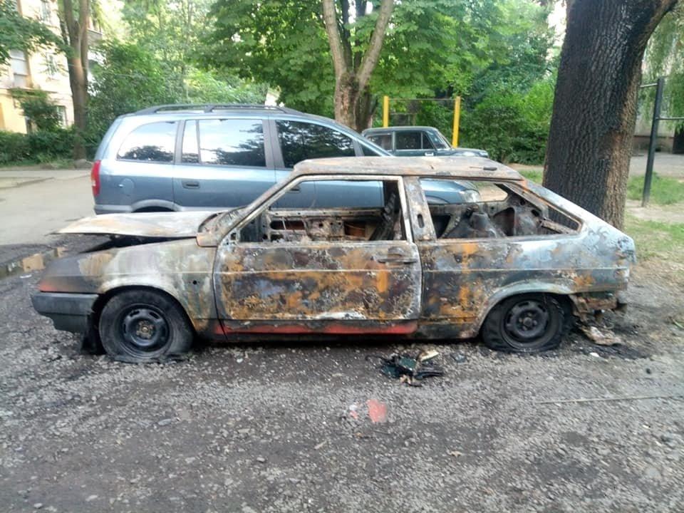 Ужгородець показав фото свого спаленого авто та попросив очевидців відгукнутись (ФОТО), фото-1
