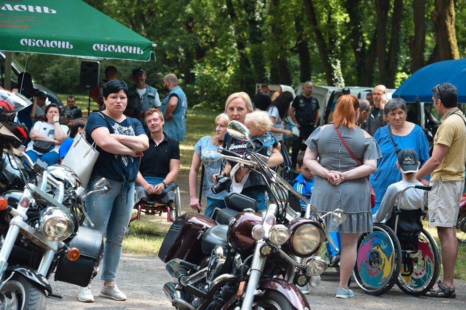 У Боздоському парку в Ужгороді провели благодійну акцію для людей з інвалідністю (ФОТО), фото-1