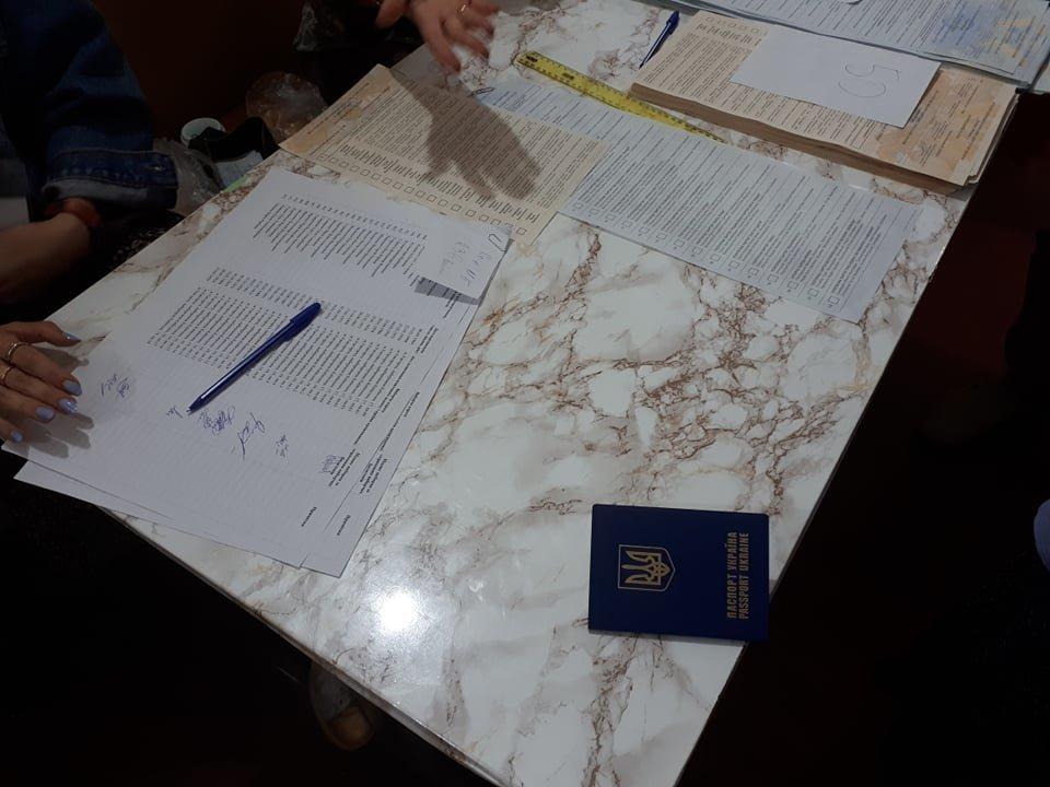 В Ужгороді на дільниці видали бюлетень по закордонному паспорту, фото-1