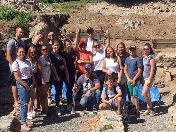 В Ужгороді під час археологічної експедиції студенти-історики виявили цілу низку цікавих артефактів  (ФОТО), фото-5