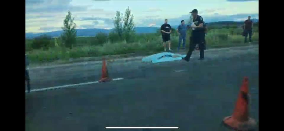 На Закарпатті Volkswagen Touareg на смерть збив працівника дорожньої служби (ФОТО, ВІДЕО), фото-2