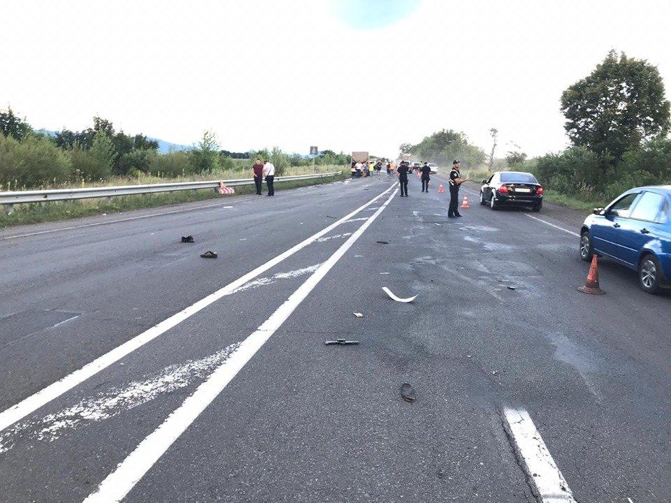 У поліції офіційно розповіли про ДТП під Мукачевом, у якій загинув 23-річний працівник дорожньої служби (ФОТО, ВІДЕО), фото-2