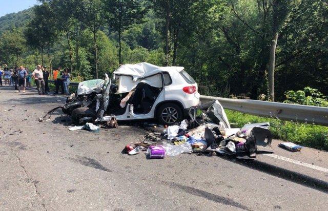 У поліції Закарпаття розповіли про зіткнення вантажівки та «Volkswagen Tiguan», внаслідок якого загинуло троє людей (ФОТО), фото-3
