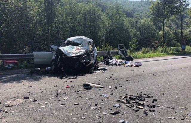 У поліції Закарпаття розповіли про зіткнення вантажівки та «Volkswagen Tiguan», внаслідок якого загинуло троє людей (ФОТО), фото-2