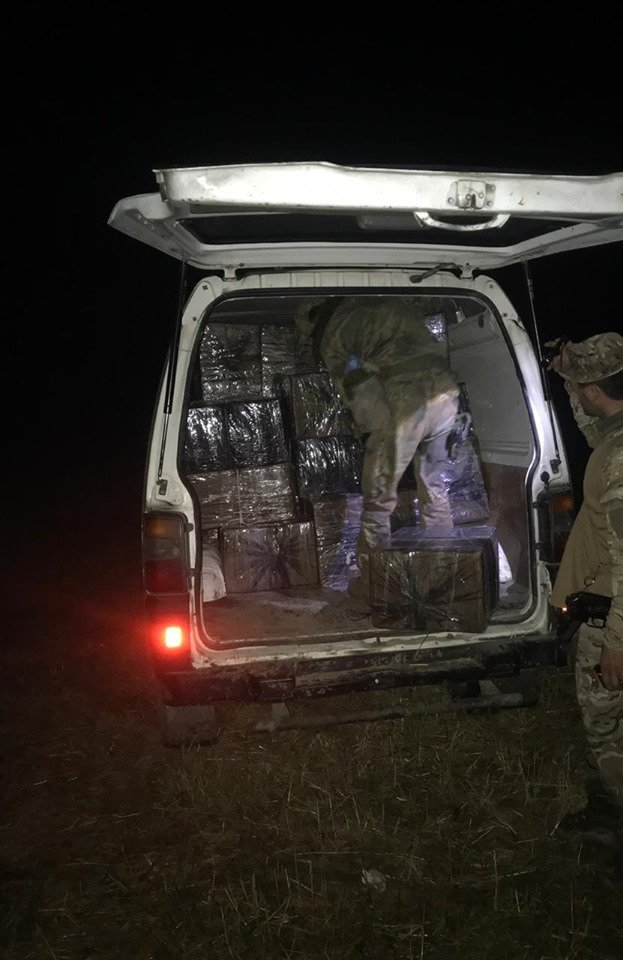 Біля кордону пострілами зупиняли водіїв, які в планували переправити в Угорщину 104 ящики цигарок (ФОТО) , фото-5