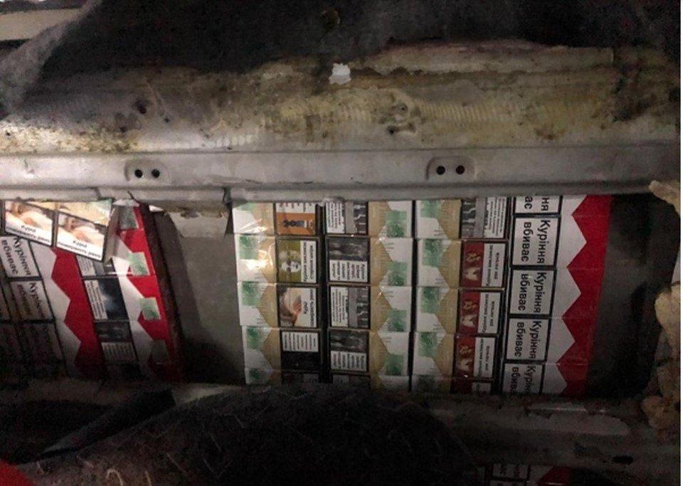 """Контрабандист спробував провезти через КПП """"Тиса"""" цигарки під обшивкою у мікроавтобусі (ФОТО), фото-4"""