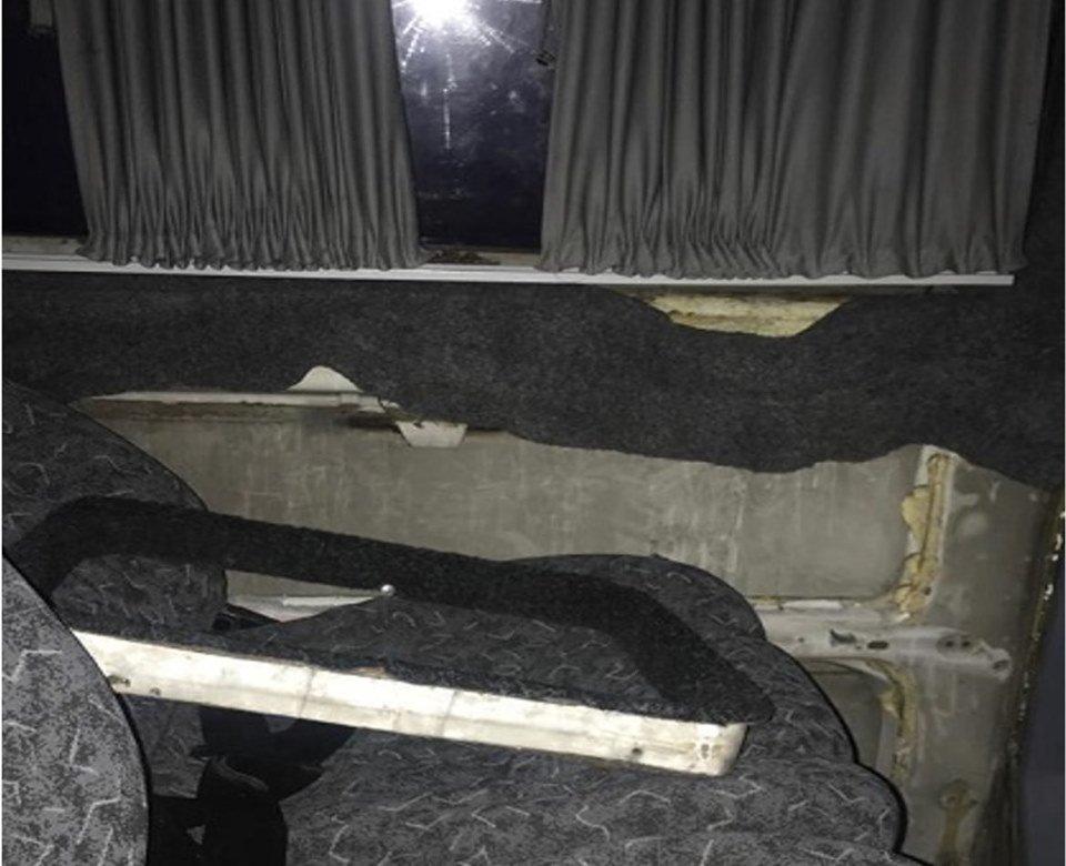 """Контрабандист спробував провезти через КПП """"Тиса"""" цигарки під обшивкою у мікроавтобусі (ФОТО), фото-2"""