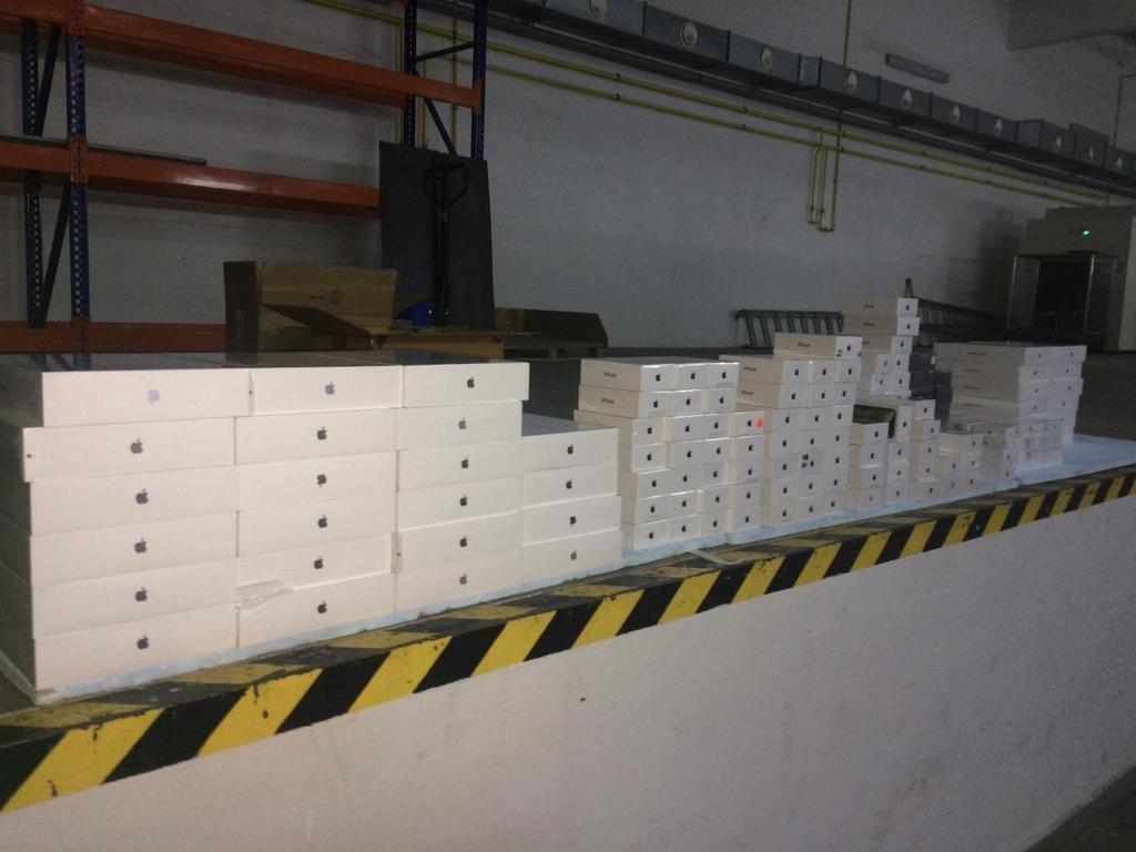 """Через КПП """"Ужгород"""" незаконно перевозили 229 товарів марки """"Apple"""" (ФОТО), фото-2"""