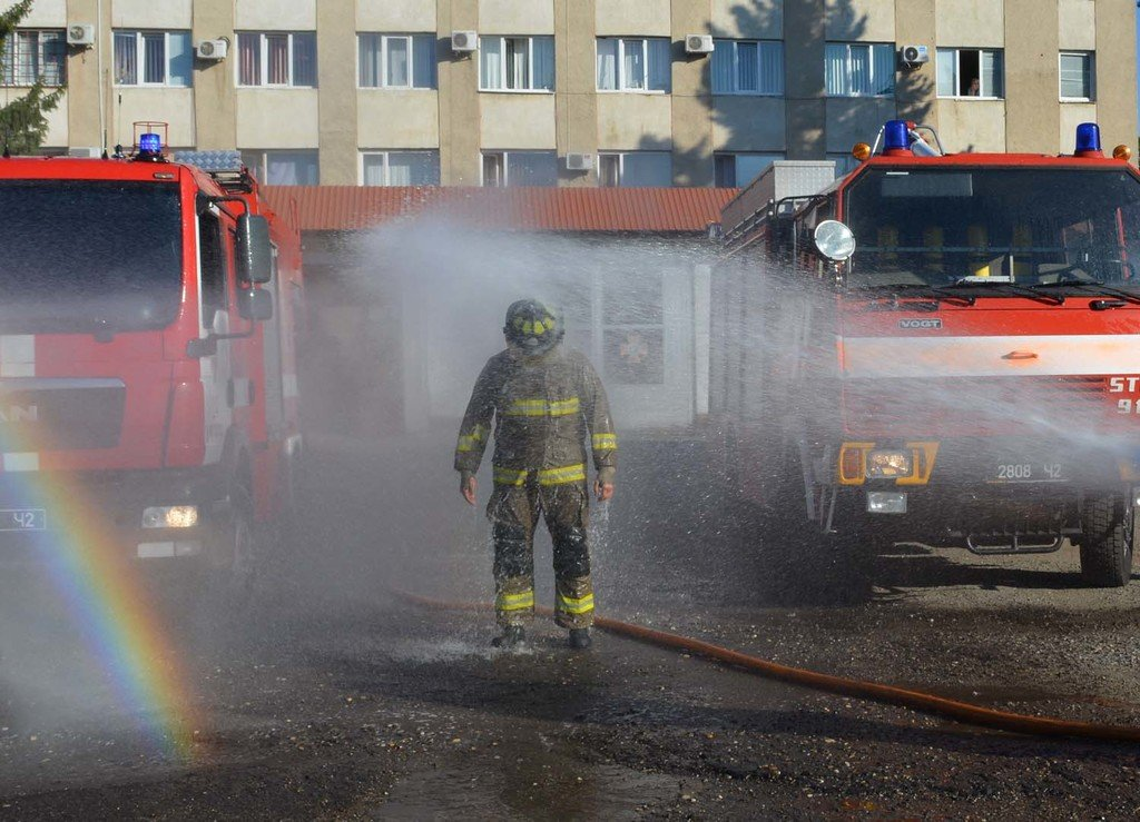 Закарпатські вогнеборці провели колегу на пенсію у незвичний спосіб (ФОТО), фото-2