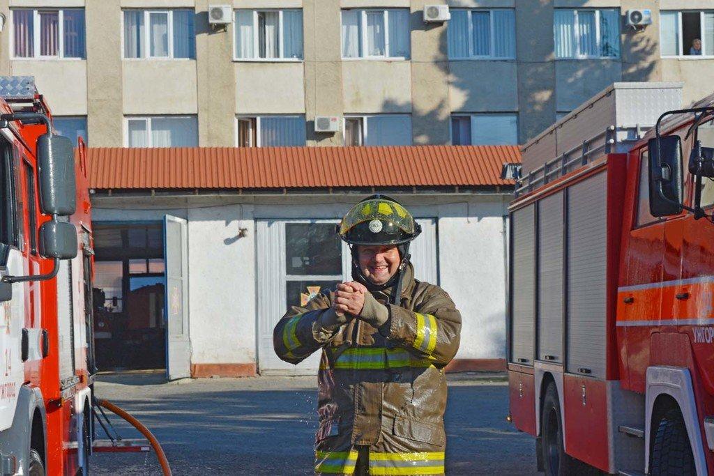 Закарпатські вогнеборці провели колегу на пенсію у незвичний спосіб (ФОТО), фото-4