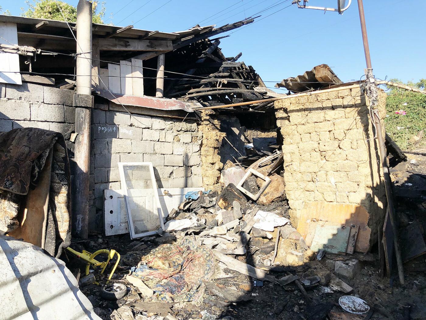 В Ужгороді пожежа знищила дровітню, а будинок врятували вогнеборці (ФОТО), фото-1