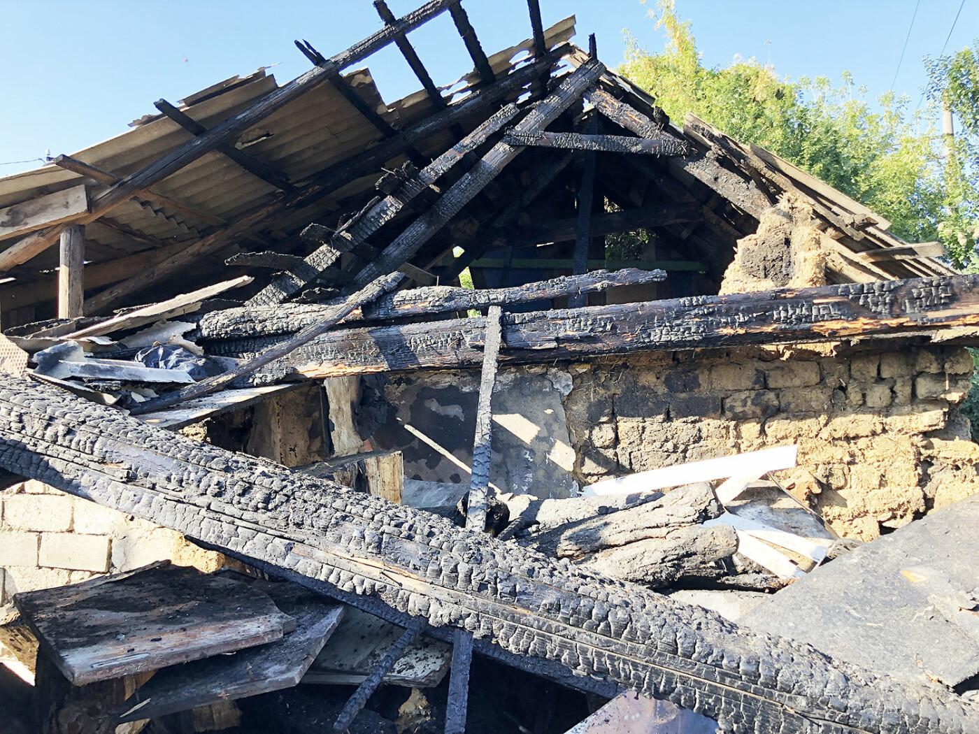 В Ужгороді пожежа знищила дровітню, а будинок врятували вогнеборці (ФОТО), фото-3