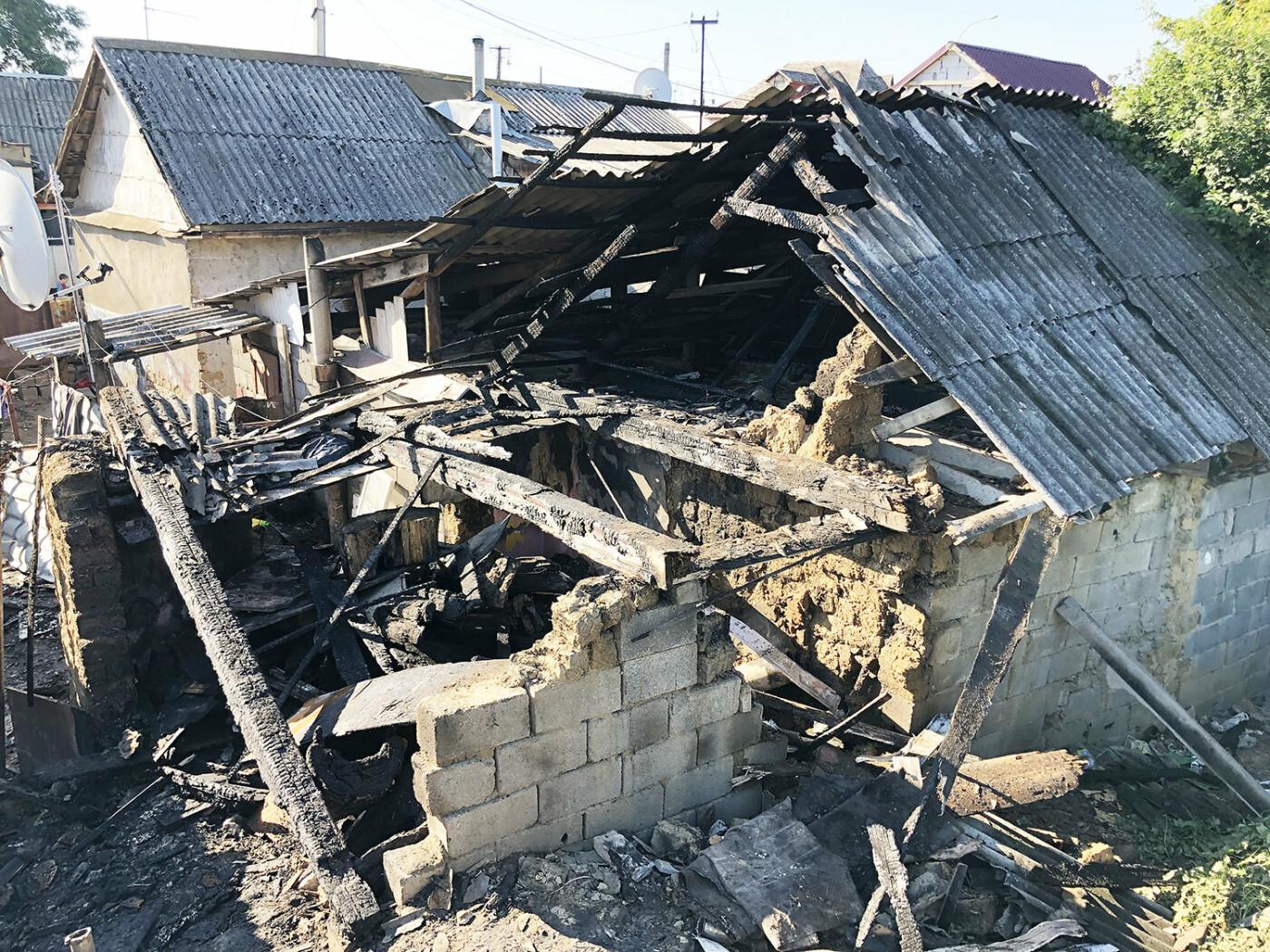 В Ужгороді пожежа знищила дровітню, а будинок врятували вогнеборці (ФОТО), фото-4