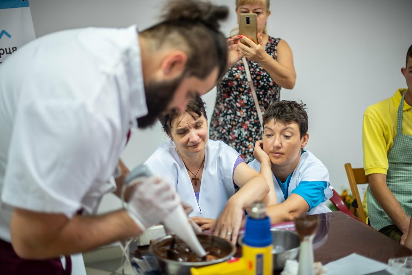 Особливі солодощі від особливих людей: як в Ужгороді створюється інклюзивна кондитерська (ФОТО, ВІДЕО), фото-11