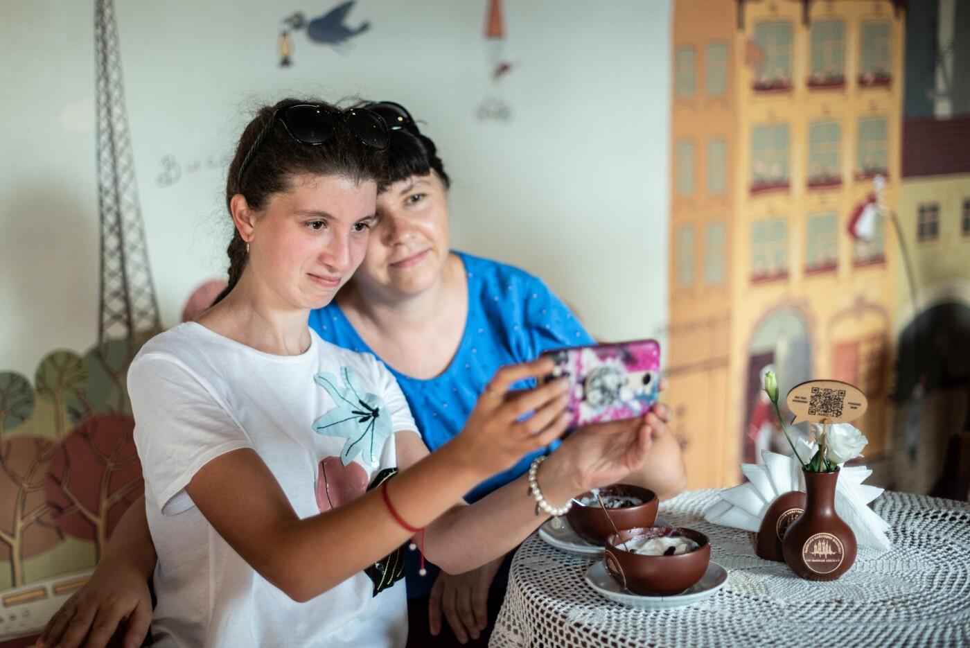Особливі солодощі від особливих людей: як в Ужгороді створюється інклюзивна кондитерська (ФОТО, ВІДЕО), фото-4