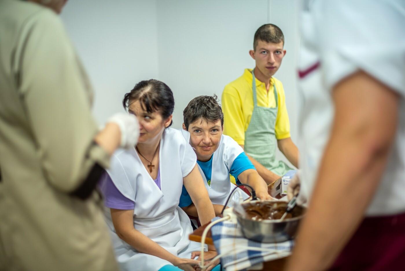 Особливі солодощі від особливих людей: як в Ужгороді створюється інклюзивна кондитерська (ФОТО, ВІДЕО), фото-12