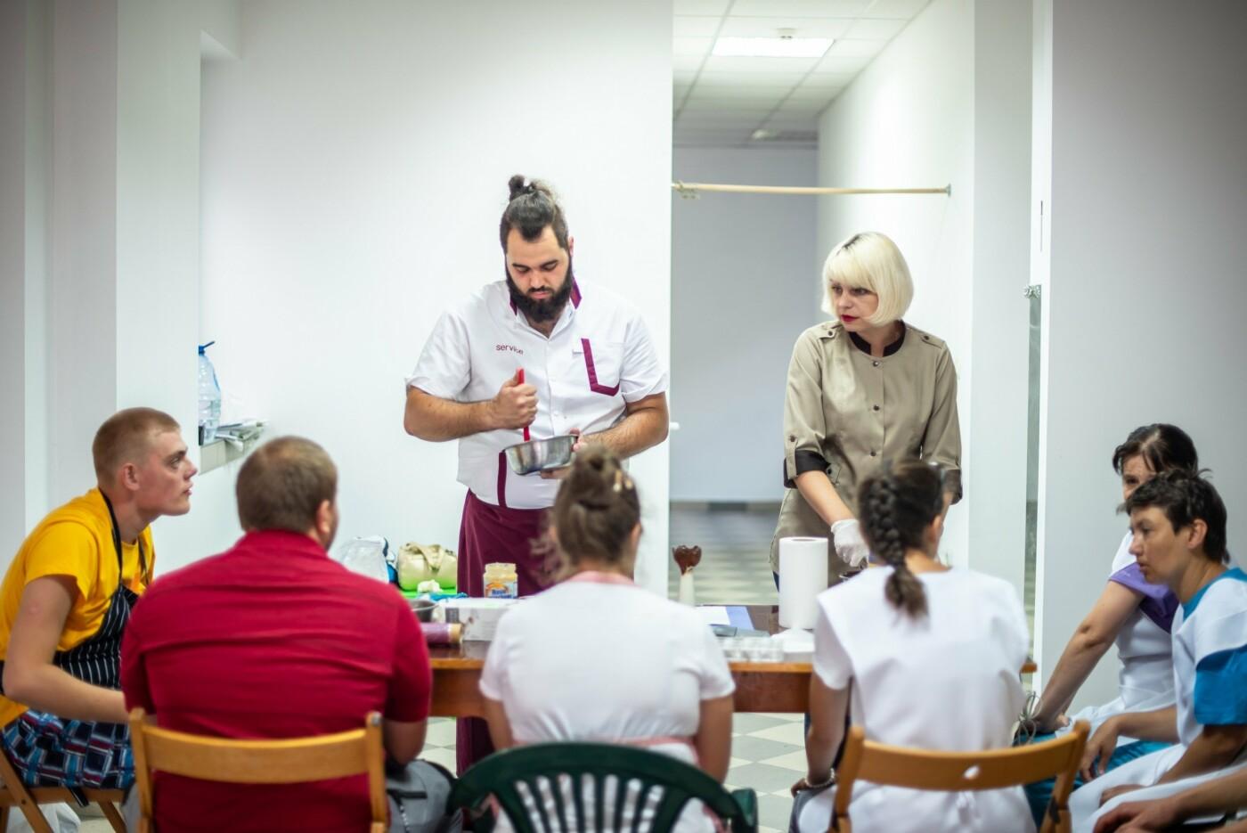 Особливі солодощі від особливих людей: як в Ужгороді створюється інклюзивна кондитерська (ФОТО, ВІДЕО), фото-13