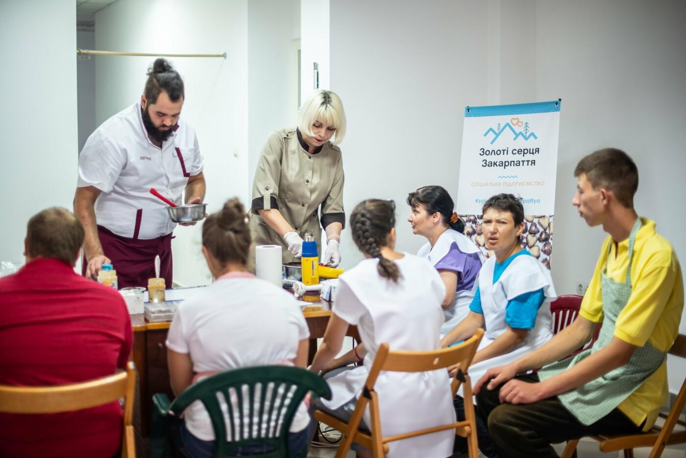 Особливі солодощі від особливих людей: як в Ужгороді створюється інклюзивна кондитерська (ФОТО, ВІДЕО), фото-14
