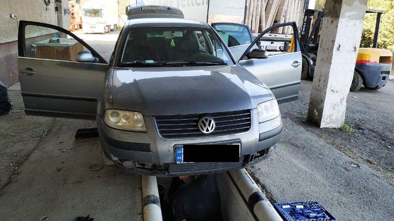 Закарпатські прикордонники зупинили автомобіль, в якому  коробка передач була запакована цигарками (ФОТО), фото-1