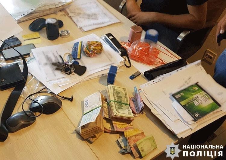 На Закарпатті судитимуть митника, який брав участь у злочинній «схемі» експорту цигарок через кордон (ФОТО), фото-1