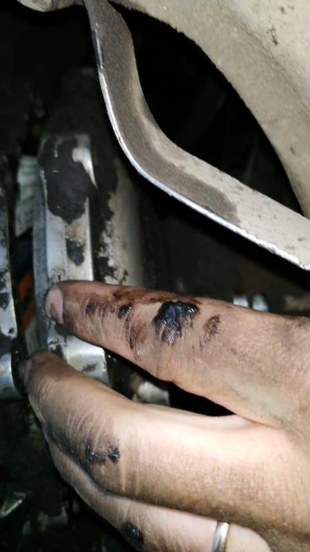 Закарпатські прикордонники зупинили автомобіль, в якому  коробка передач була запакована цигарками (ФОТО), фото-5