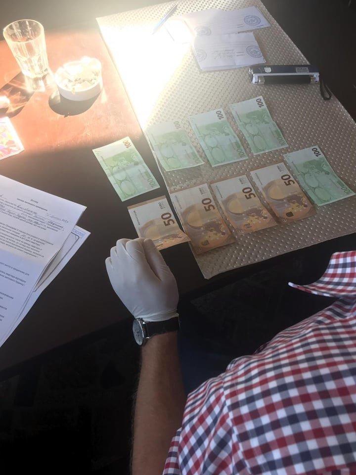 """На хабарі у 700 євро """"погорів"""" інспектор ГУ ДФС в Закарпатській області (ФОТО), фото-3"""