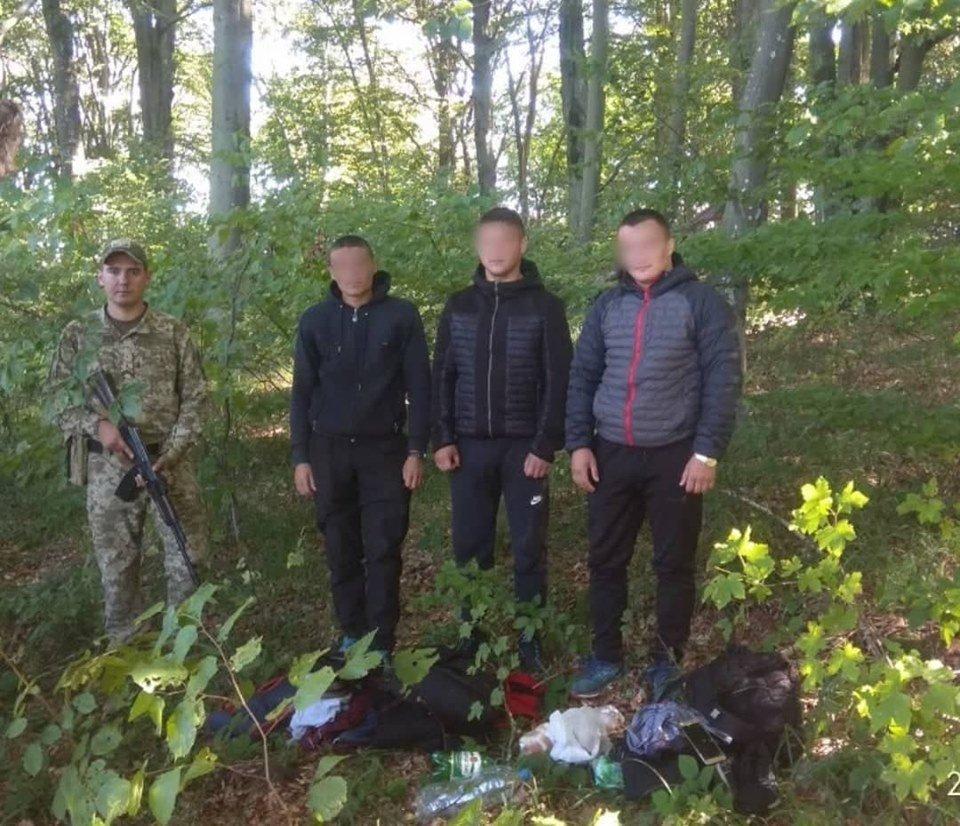 Група молдован пробиралась незаконно до Словаччини через Закарпаття, фото-1