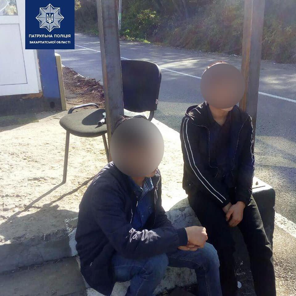 Чотирьох іноземців без документів виявили неподалік станції Нижні Ворота на Закарпатті (ФОТО), фото-2