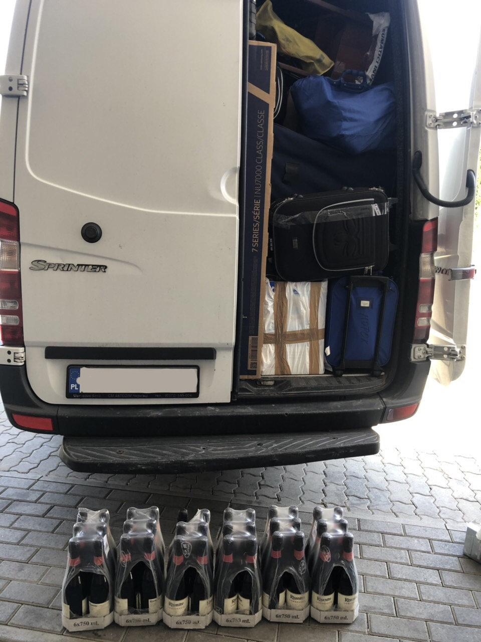 Майже 15 кг кави та 27 літрів вина вилучили закарпатські митники (ФОТО), фото-3