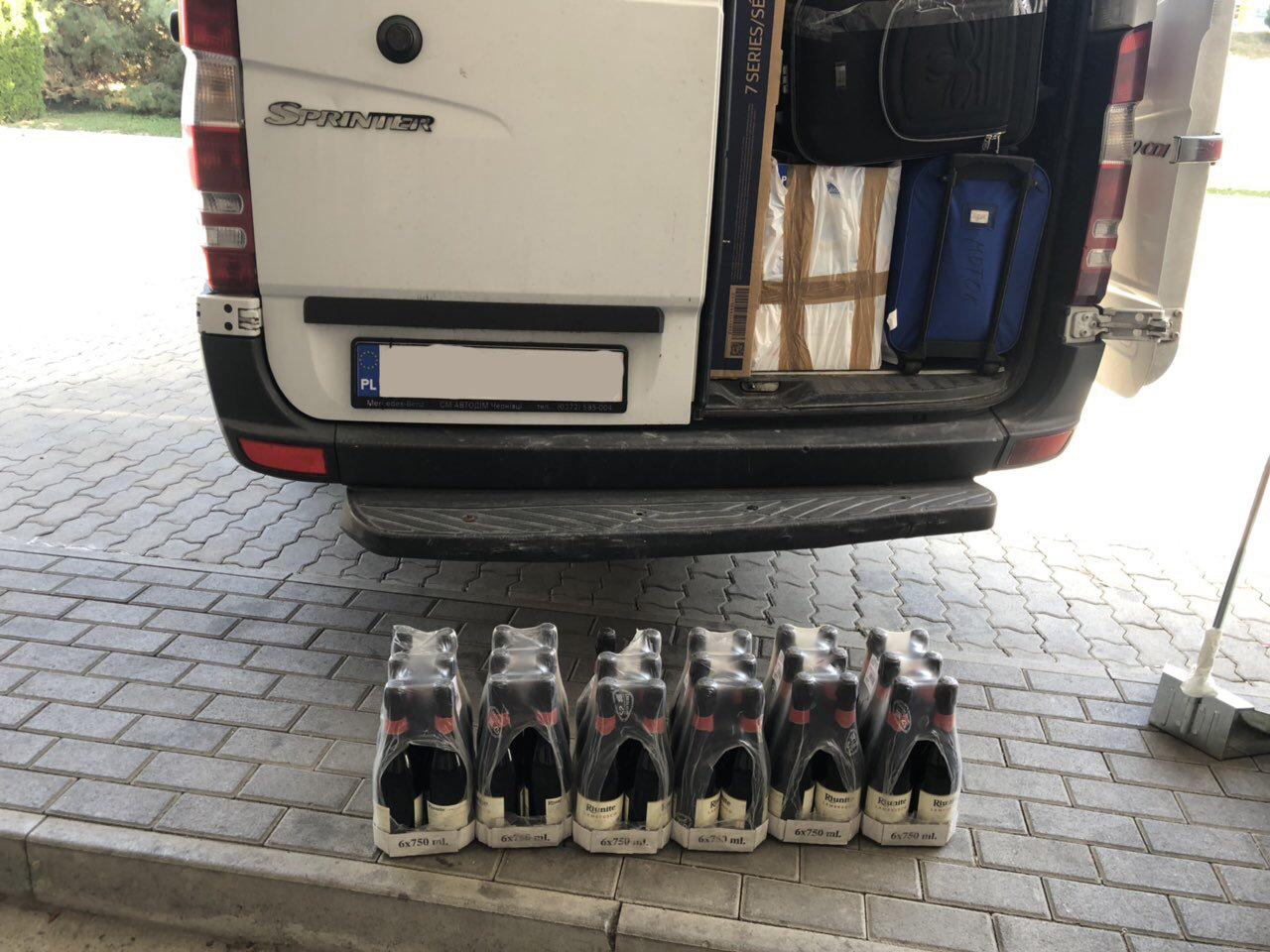 Майже 15 кг кави та 27 літрів вина вилучили закарпатські митники (ФОТО), фото-5