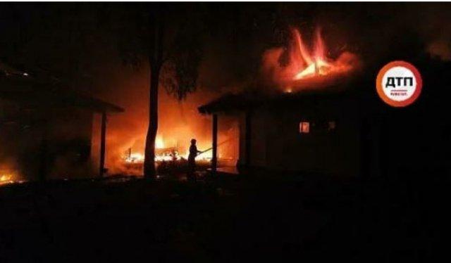 Невідомі спалили будинок ексглави НБУ Гонтаревої (ФОТО, ВІДЕО), фото-2