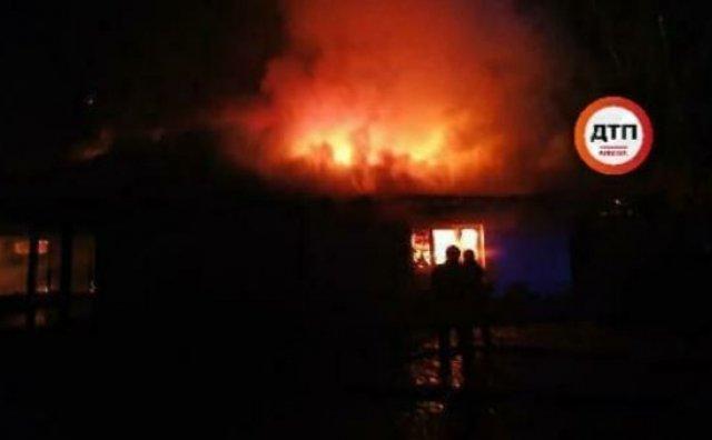 Невідомі спалили будинок ексглави НБУ Гонтаревої (ФОТО, ВІДЕО), фото-1