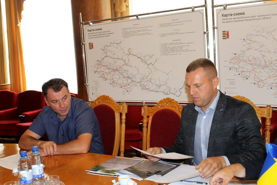 Румунську фірму зобов'язали відновити облущений асфальт на дорозі в Рахівському районі (ФОТО), фото-1