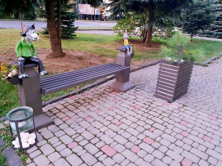 """В Ужгороді облаштували лавицю із героями """"Ну, постривай"""" (ФОТОФАКТ), фото-3"""