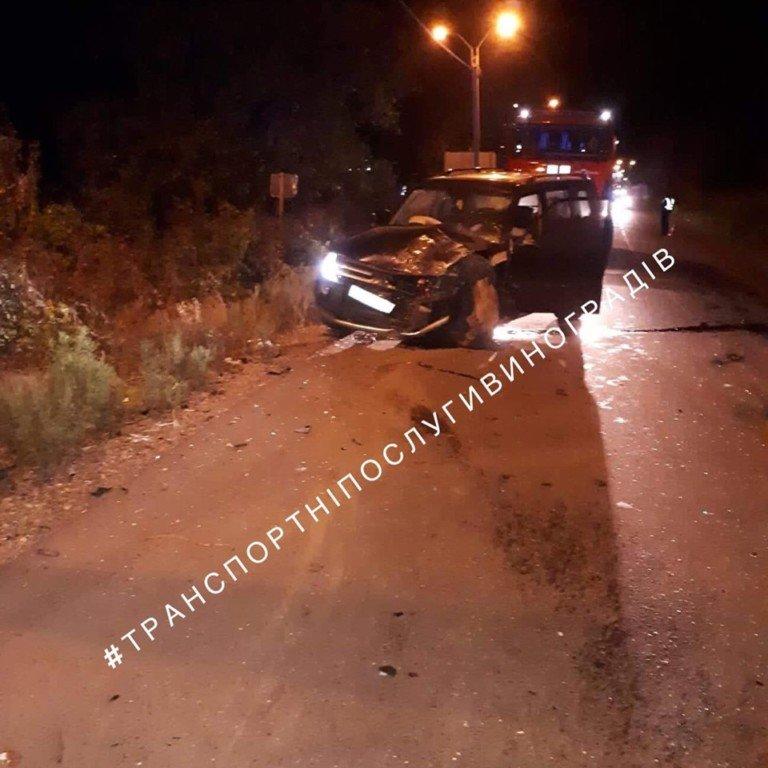 Вночі на Закарпатті трапилася трагічна ДТП - одна людина загинула, інші в реанімації (ФОТО), фото-1