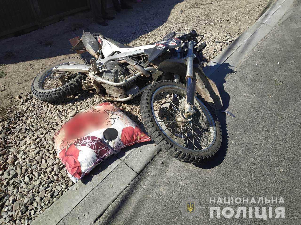 На Тячівщині 19-річна водійка «Toyota Yaris» зіткнулась з мотоциклом. Водій двоколісного у реанімації , фото-1