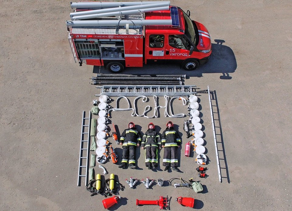 Закарпатські вогнеборці показали вміст пожежного авто у рамках #tetrischallenge, фото-2