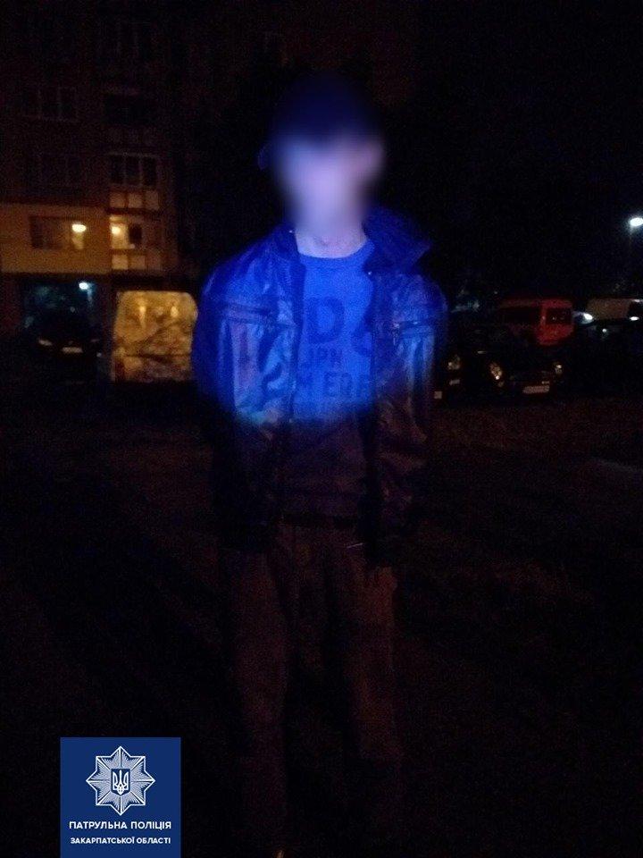 """Зловили """"на гарячому"""": в Ужгороді у церковній лавці виявили грабіжника (ФОТО), фото-3"""