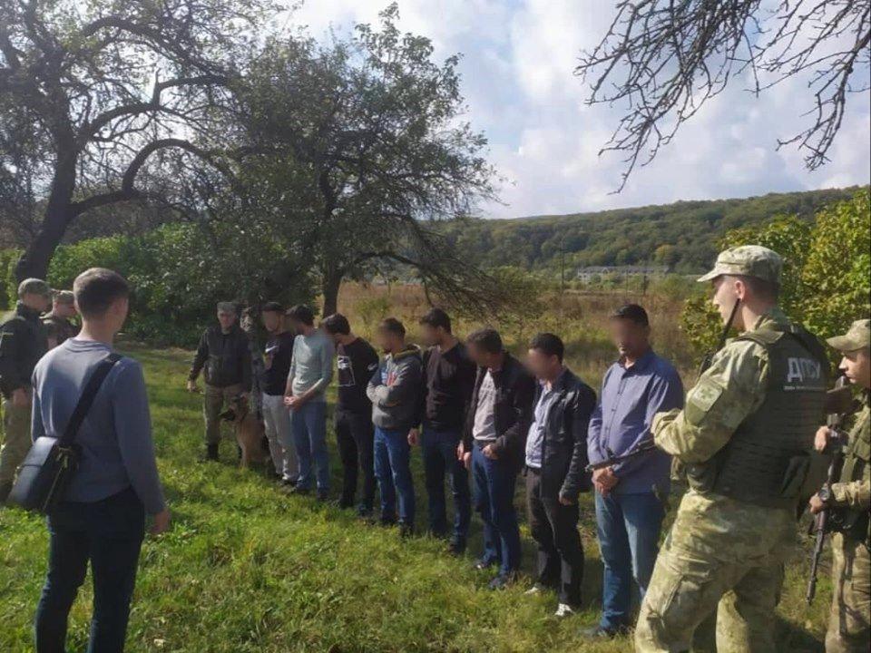 Українець віз через Закарпаття до Словаччини групу турецьких нелегалів (ФОТО), фото-3