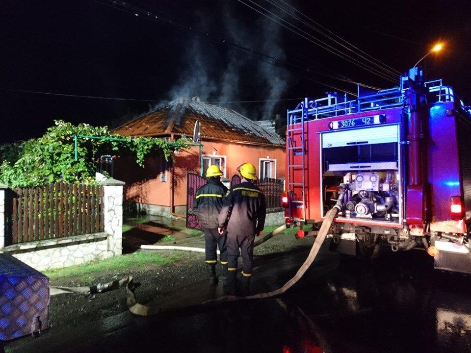 У Берегові пожежа знищила частину житлового будинку та автомобіль (ФОТО), фото-3
