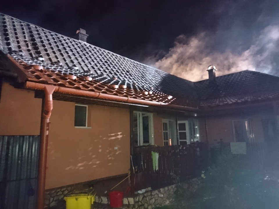 У Берегові пожежа знищила частину житлового будинку та автомобіль (ФОТО), фото-2