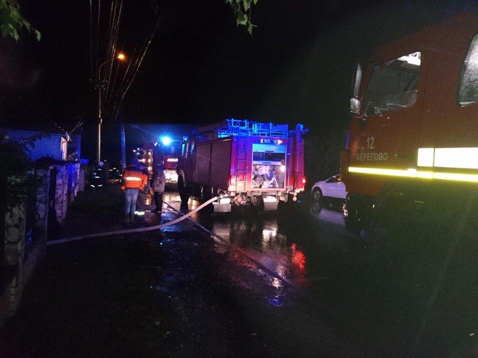 У Берегові пожежа знищила частину житлового будинку та автомобіль (ФОТО), фото-4