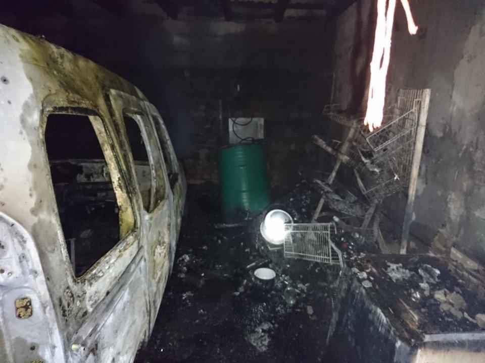 У Берегові пожежа знищила частину житлового будинку та автомобіль (ФОТО), фото-5