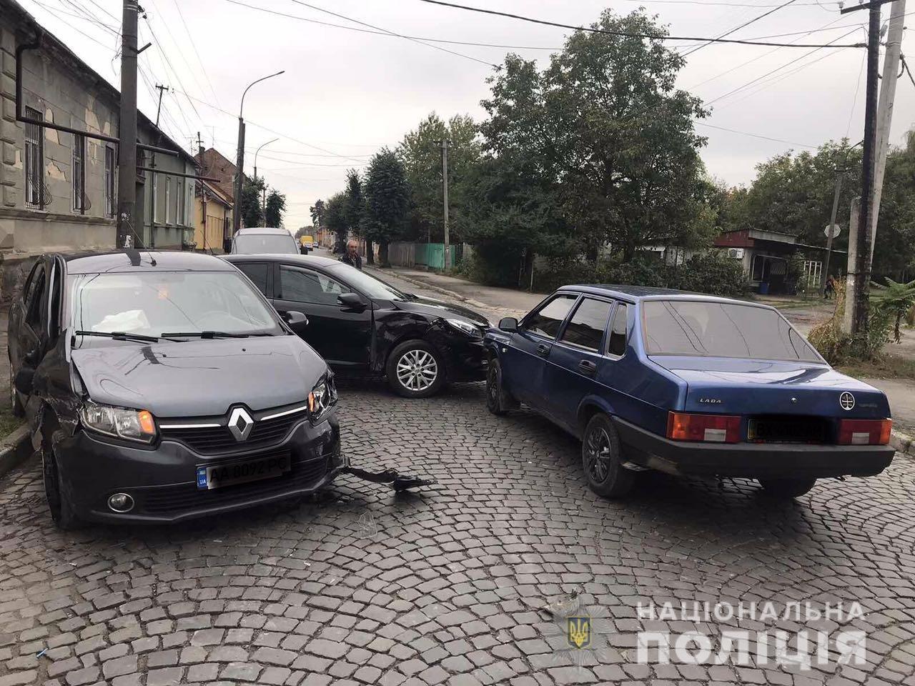 Поліція розпочала слідство за фактом потрійної ДТП у Мукачеві, в якій постраждала дитина (ФОТО), фото-1