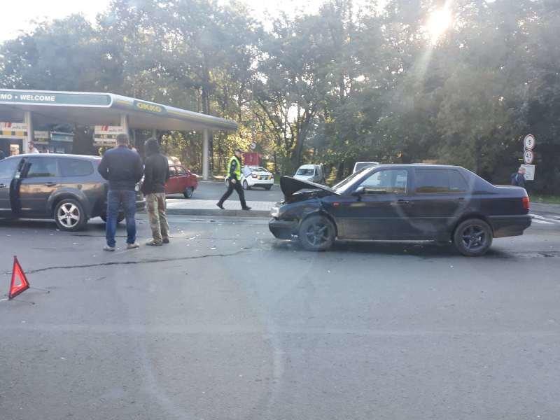 В Ужгороді сталась потрійна ДТП без потерпілих: деталі від патрульних (ФОТО), фото-2