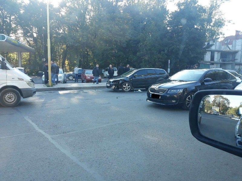 В Ужгороді сталась потрійна ДТП без потерпілих: деталі від патрульних (ФОТО), фото-3