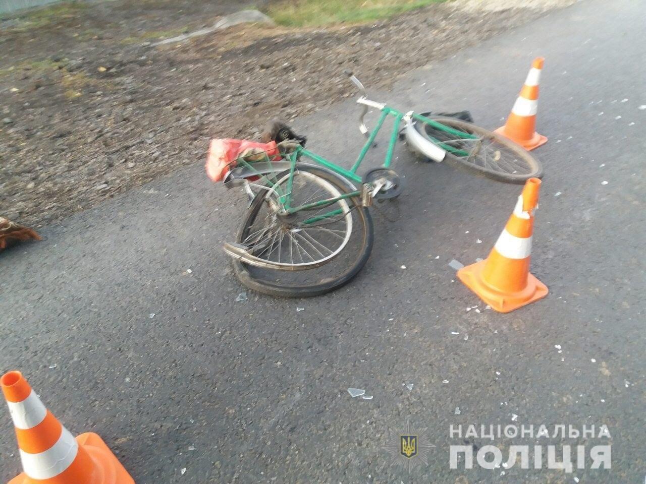 На Мукачівщині «Fiat» збив велосипедиста та влетів у припаркований «ВАЗ» (ФОТО), фото-2